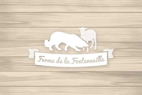 Logo Ferme de la Fonteneuille sur un fond de bois